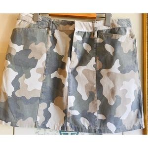 🌟Old Navy Camo Skirt